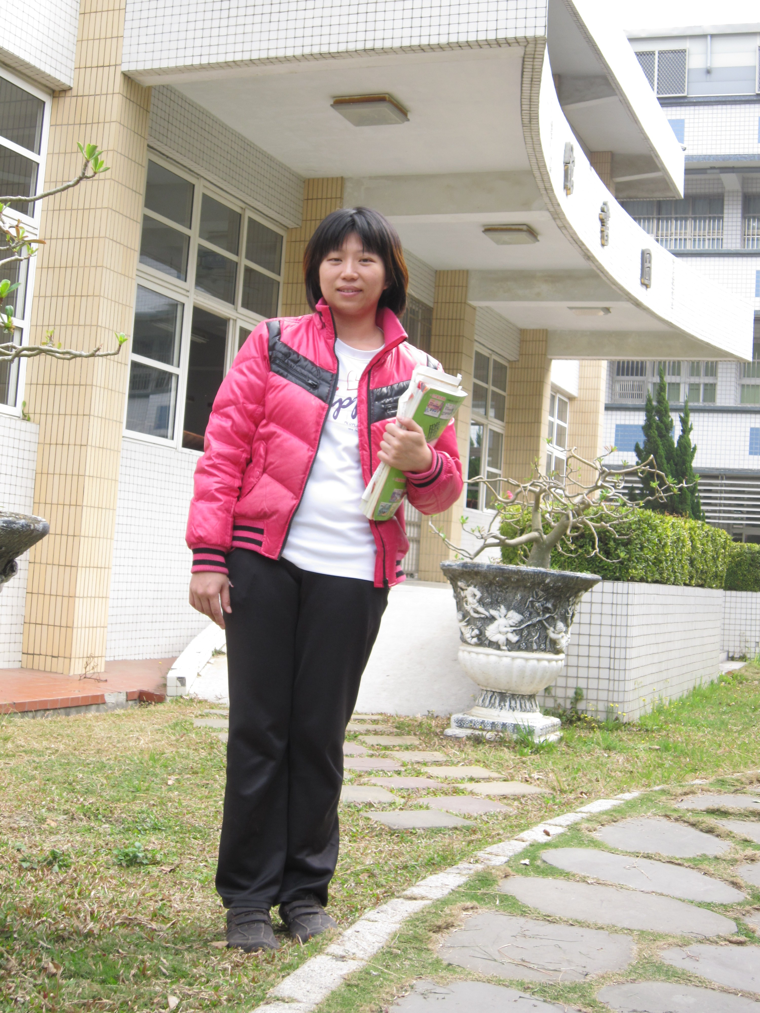 http://www.ptjhs.chc.edu.tw/uploads/tadgallery/2011_02_15/1809_謝鴻華.JPG